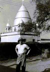 Dr. Hermann Janson vor dem Mahdi-Palast (Omdurman), 1956