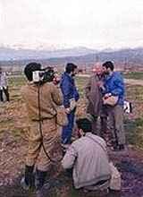 Dr. Arnold Hottinger in Halabje zur Zeit des dortigen Giftgasangriffes durch den Irak 1988, zusammen mit iranischen Revolutionswächtern (c) Dr. Arnold Hottinger