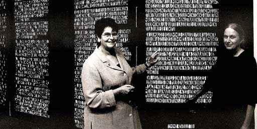 """Bettina Eichin: """"Menschenrechte 1776, 1789, 1791"""" im Bundeshaus (mit Ruth Dreifuss). Foto: Max Galli"""
