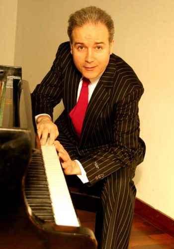 Dave Ruosch am Klavier