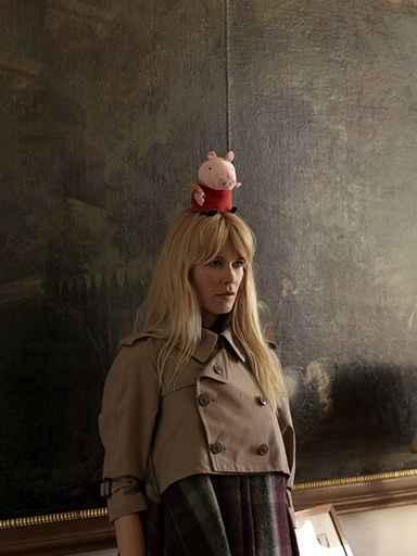 Erwin Wurm (2009) Untitled, Claudia Schiffer, in Vogue 11/2009; Foto: Foto Studio Wurm