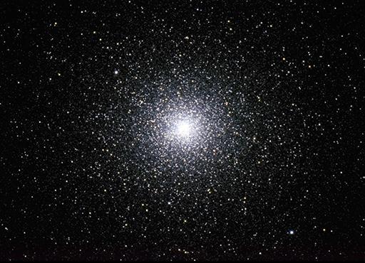 NGC 104: zweithellster Kugelsternhaufen des Himmels im Sternbild Tukan (Südhimmel), besteht aus mehreren Millionen von Sternen, aufgenommen 2014 in Namibia mit 40cm Spiegelteleskop mit 2.4m Brennweite. Entfernung ca. 17'000 Lichtjahre  (Foto: Marcel Süssli).