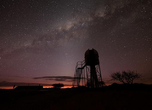 Milchstrasse mit Zodiakallicht, aufgenommen in Namibia mit Fuji X-T2, 30s bei 3200 ASA, 15mm Brennweite (Foto: Marcel Süssli).