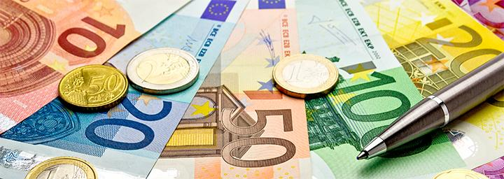 Geldscheine_Finanzwirtschaft_Interview Samuel S. Weber