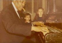 Jazz pianists Joe Turner at the piano